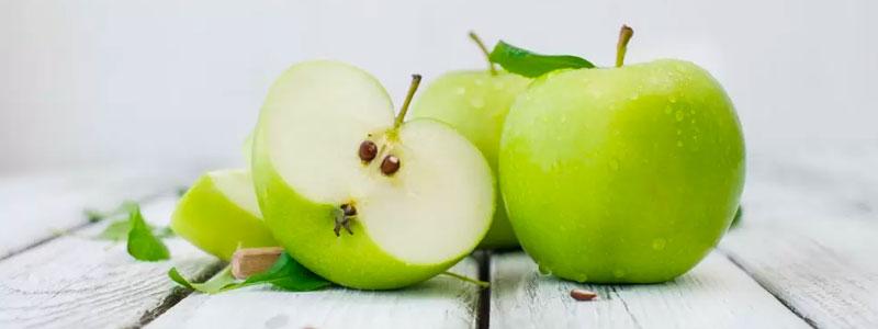«А мы живём себе, живём... Кушаем яблоки»